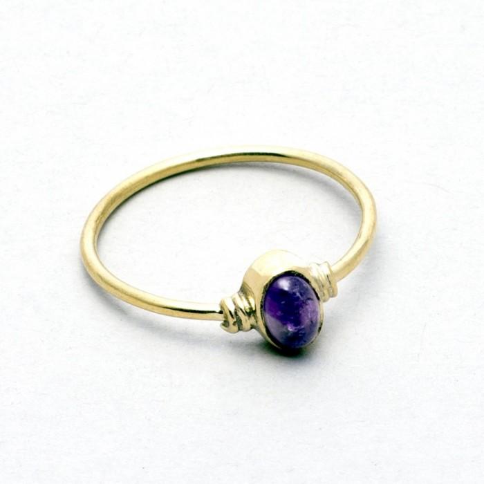 Single precious stone ring