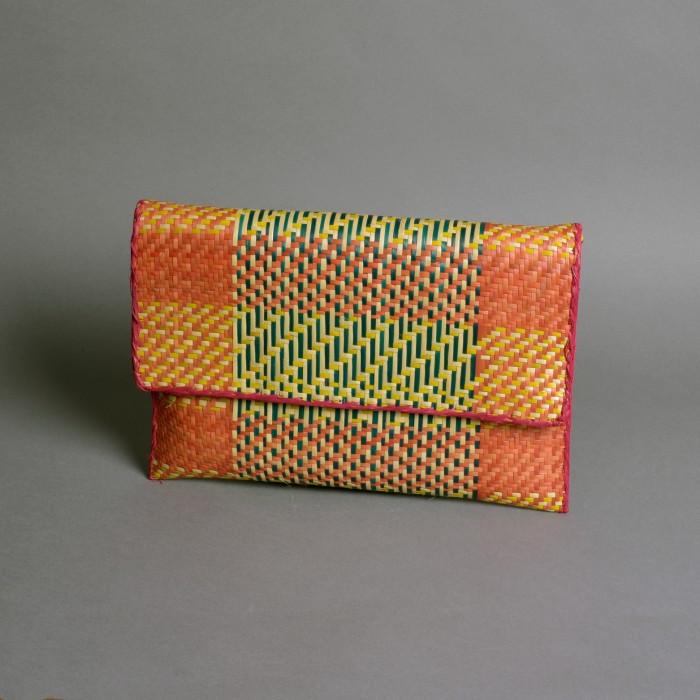 Raffia clutch purse