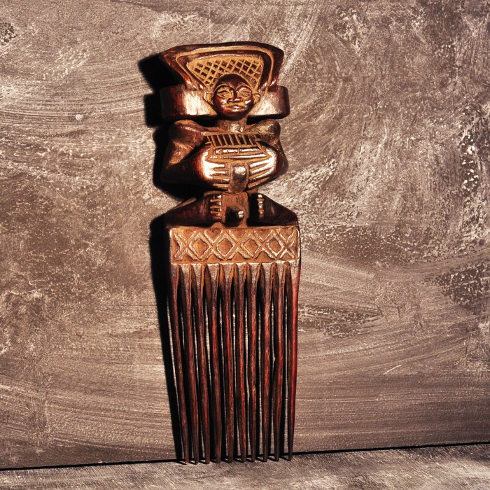 Congolese Wooden Comb sold out